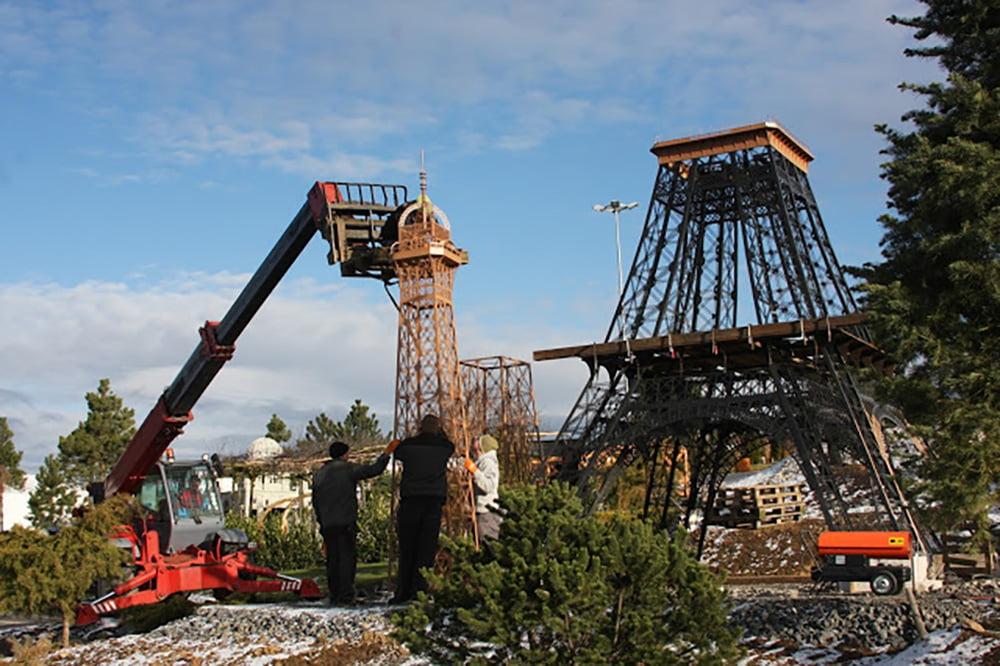 Budujemy Paryż w Minieurolandzie - trzynastometrowa Wieża Eiffla