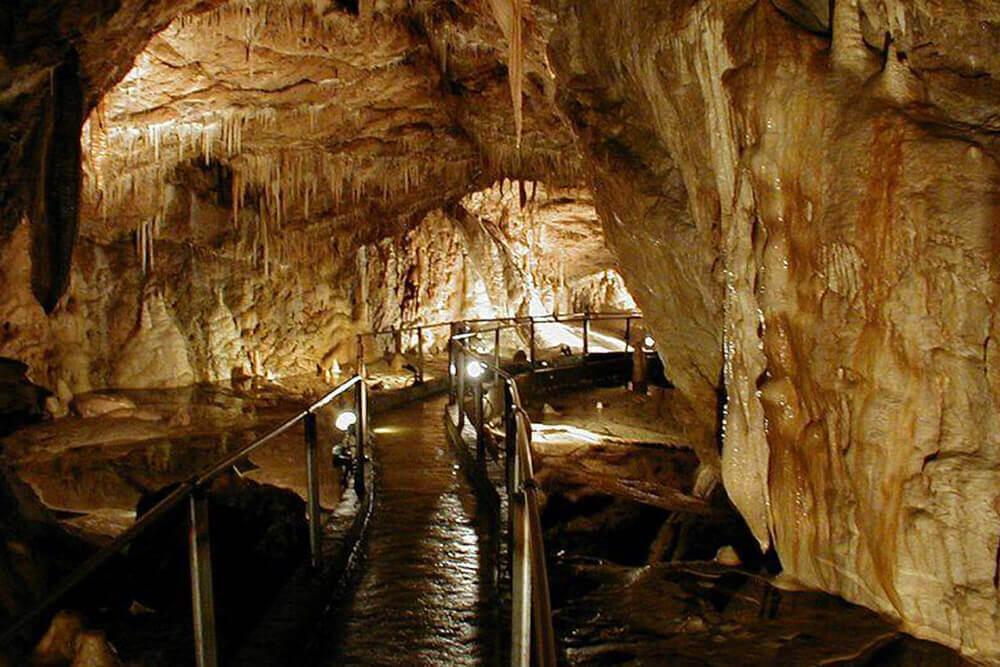 Jaskinia Niedźwiedzia Kletno atrakcje dla rodzin kotlina kłodzka