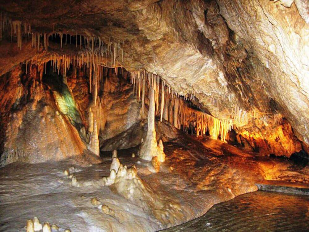 jaskinia-niedzwiedzia-w-kletnie