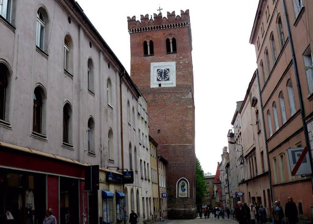 krzywa wieża w Ząbkowicach, okolice Kłodzka