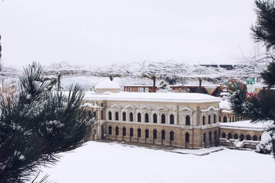 zima w minieurolandzie Drezdeński kompleks pałacowy Zwinger