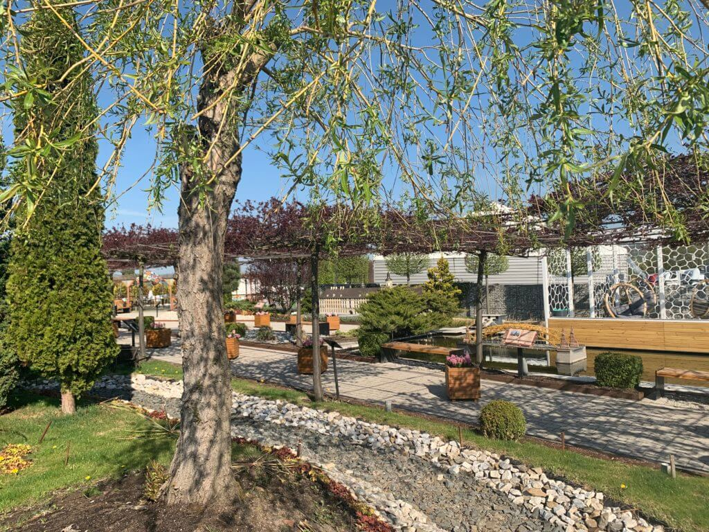 Przepiękny, wiosenny ogród Minieurolandu otwarty dla gości w Majówkę 2020