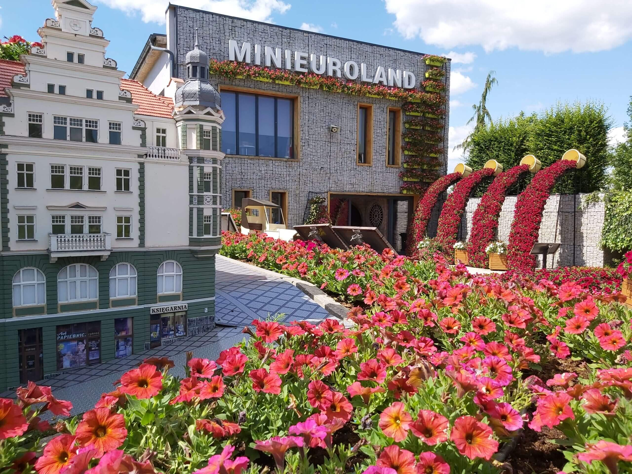 minieuroland festiwal kwiatów budynek
